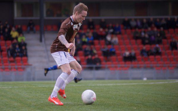 Her får Erlend Jonassen og Magnus Kolstad beskjed av trener Thor-André Olsen, om at de er tatt ut i a-lagstroppen.