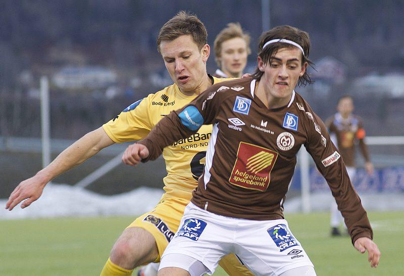 MIP AS' logo er sentralt plassert på brystet til Sondre Halland og de andre Mo IL-spillerne.