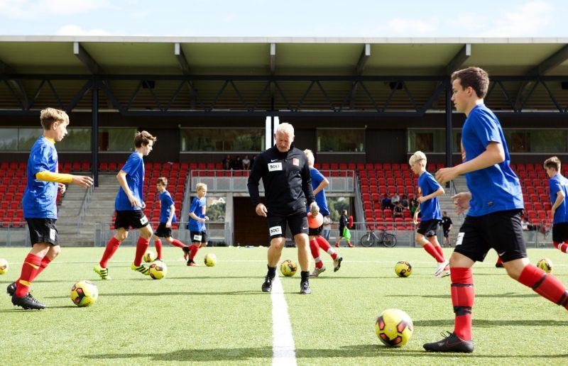 Unggutter fra Vefsn, Bodø, Fauske og Rana fikk i dag trene med landslagstrener og eks-proff Erland Johnsen, på Sagbakken.
