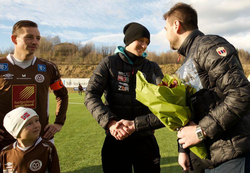 Styreleder Lars Erik Zetterlund Nilsen takket av både Jimmy Fjelldalselv og Anders Opdal, før dagens serieavslutning.