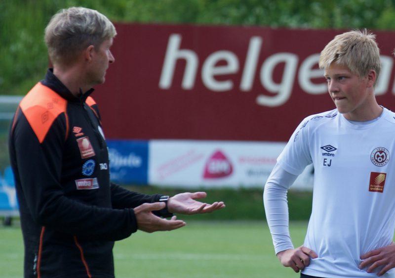 Erlend Jonassen spiller fra start i dagens kamp mot Harstad. Jonassen fikk sin  a-lagsdebut mot nettopp Harstad tidligere i år.