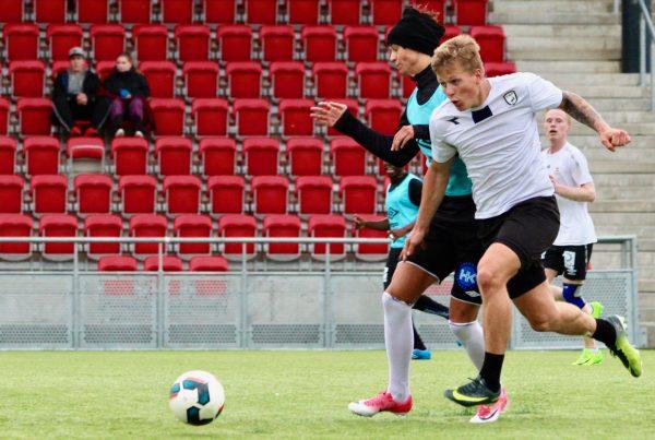 Alexander Iversen har tidligere spilt futsal sammen med Eirik Moen for Svartisen og Hulløy. Nå skal de to spille sammen for  Mo IL.