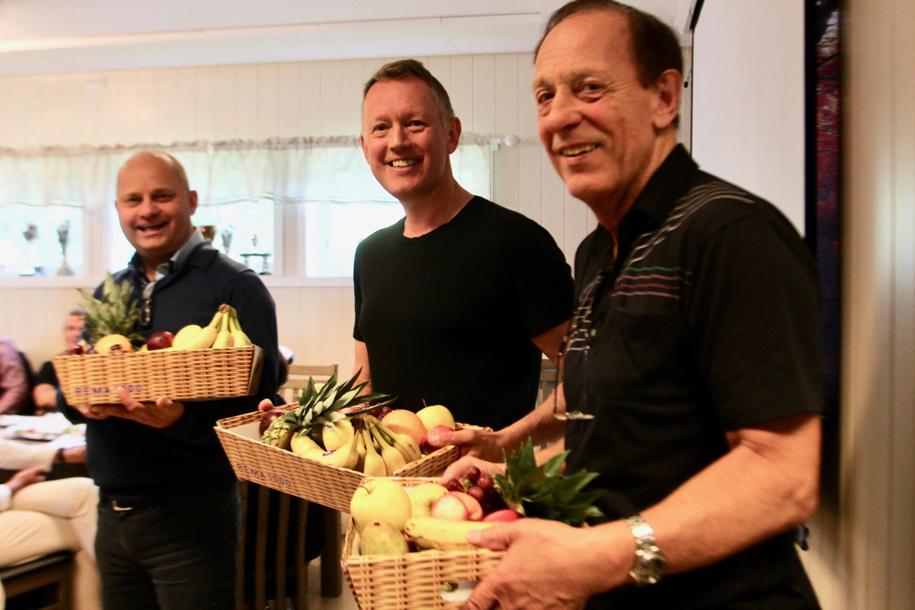 Arve Ulriksen og Henrik Johansen fikk fruktkurv for sine inspirerende foredrag på dagens impulssamling, mens Kjell Ringstad fikk påskjønnelsen for sitt langvarige, utrettelige arbeid for Mo IL og klubbhuset.